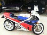 Honda-RC30-Driveway.jpg