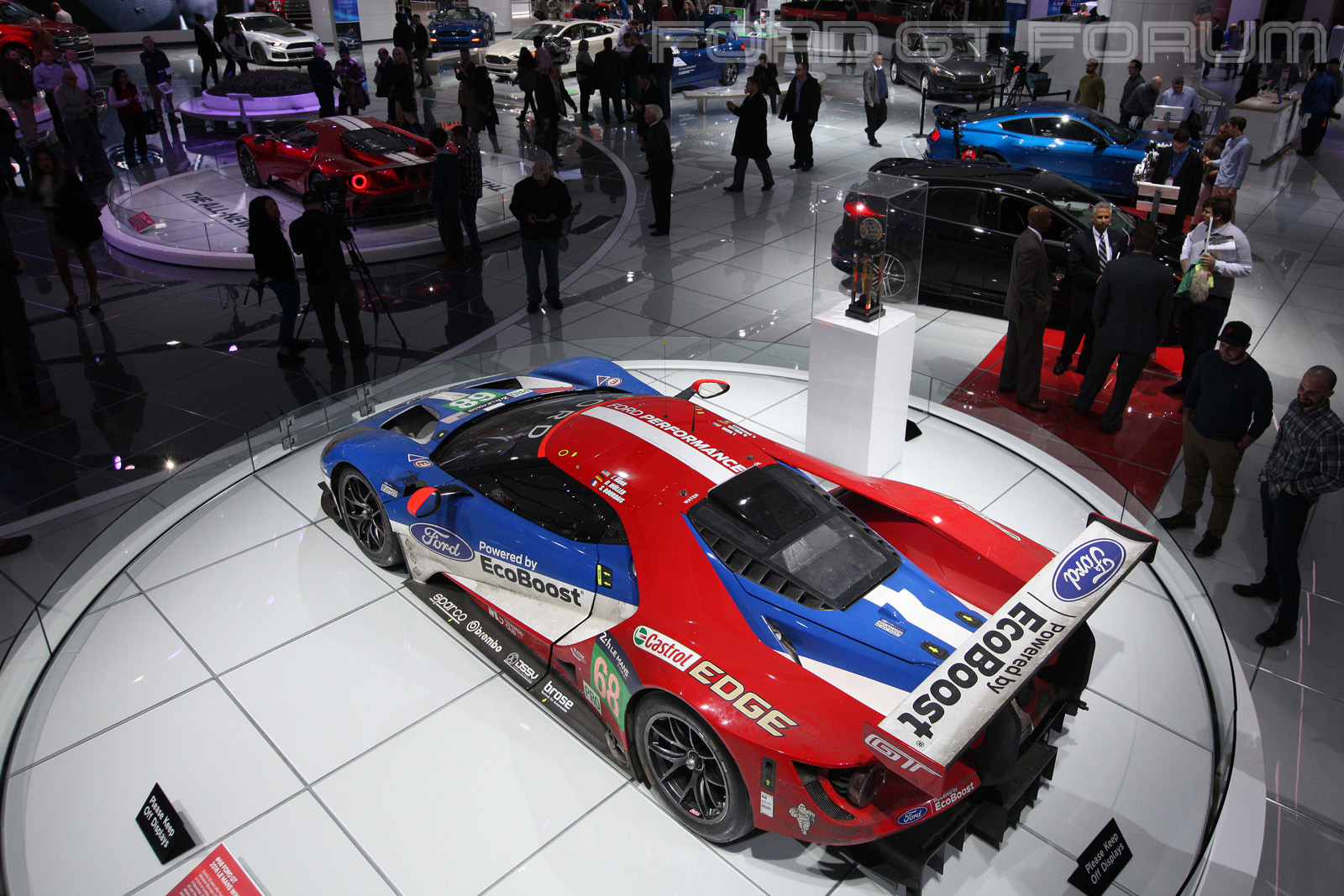 Ford-GT-LM-GTE-Autoshow-3000-3